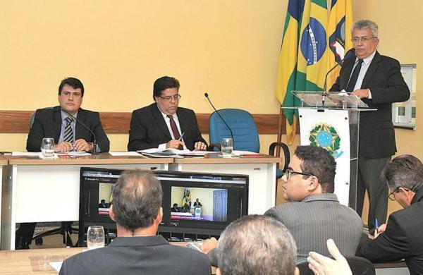 Câmara volta do recesso e recebe a visita do prefeito Gilson Andrade
