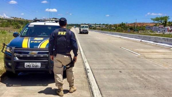 Estância: PRF flagra na BR 101 dois condutores com CNHs suspensas