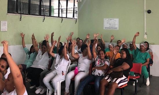 Funcionário do Hospital Amparo de Maria decidiram em assembleia pela paralisação (Foto: Sintasa)