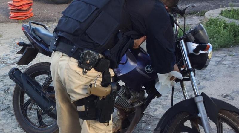 Estância: PRF apreende motocicleta adulterada na BR 101
