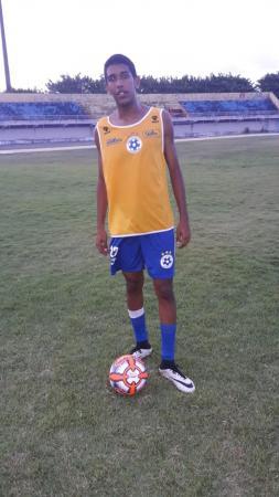 Vinícius chama atenção no Boca Júnior-SE: atacante alto, rápido e de multa milionária
