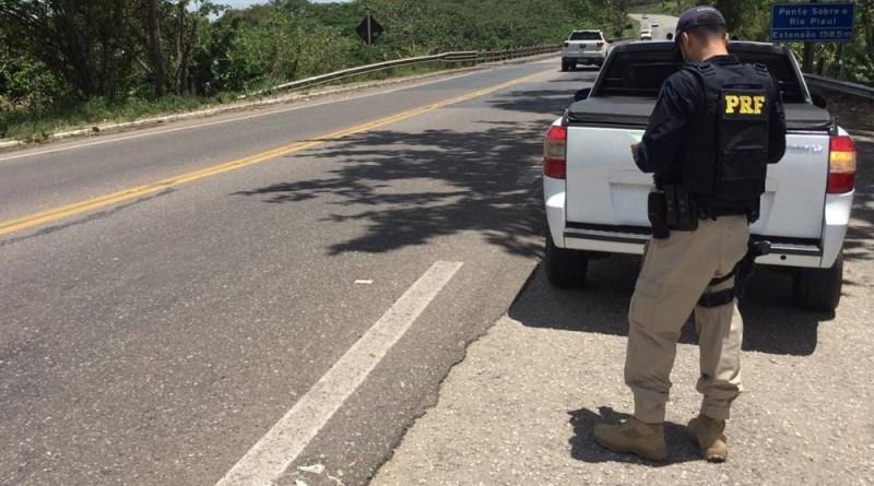 Estância e Socorro: PRF recupera na BR 101 dois veículos roubados