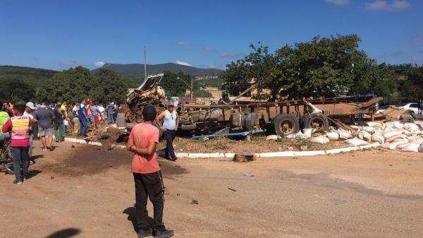 Grave acidente deixa 6 mortos e 23 feridos na Chapada Diamantina
