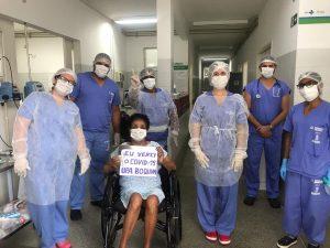 Idosa de 78 anos vence a Covid-19 e recebe alta hospitalar
