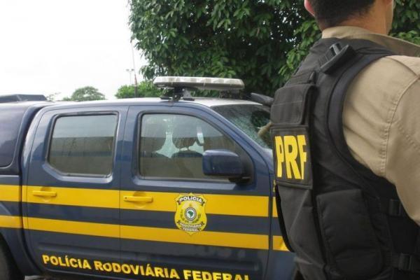 Polícia Rodoviária Federal cumpre mandado de prisão na BR 101
