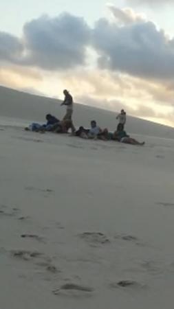 Bandidos assaltam turistas que faziam passeio nas dunas da Praia do Saco