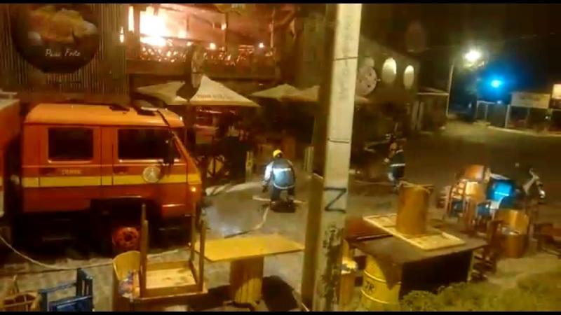 Bombeiros controlam incêndio em restaurante no município de Estância