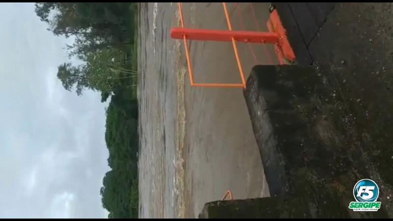 Fortes chuvas elevam o nível do rio em Estância